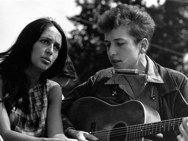 Joan Baez and Bob Dylan Singing